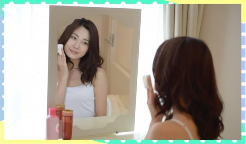 化粧水と女性